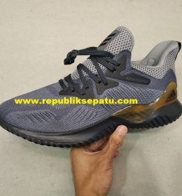 Sneakers Adidas Alphabounce BNIB