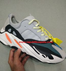 Sepatu Adidas Yezy Boost 700 Wave Runner