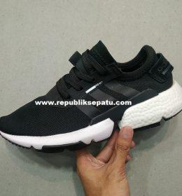 Sepatu Adidas POD untuk wanita
